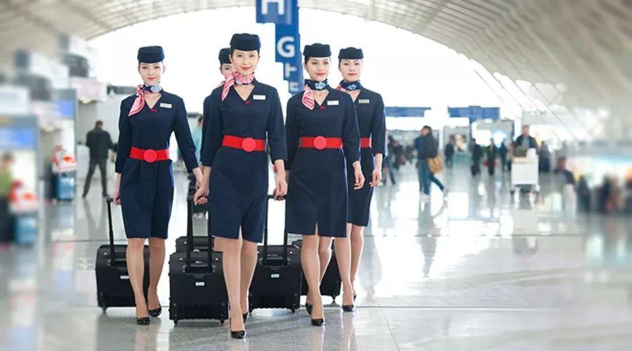 东航空乘的工作制服